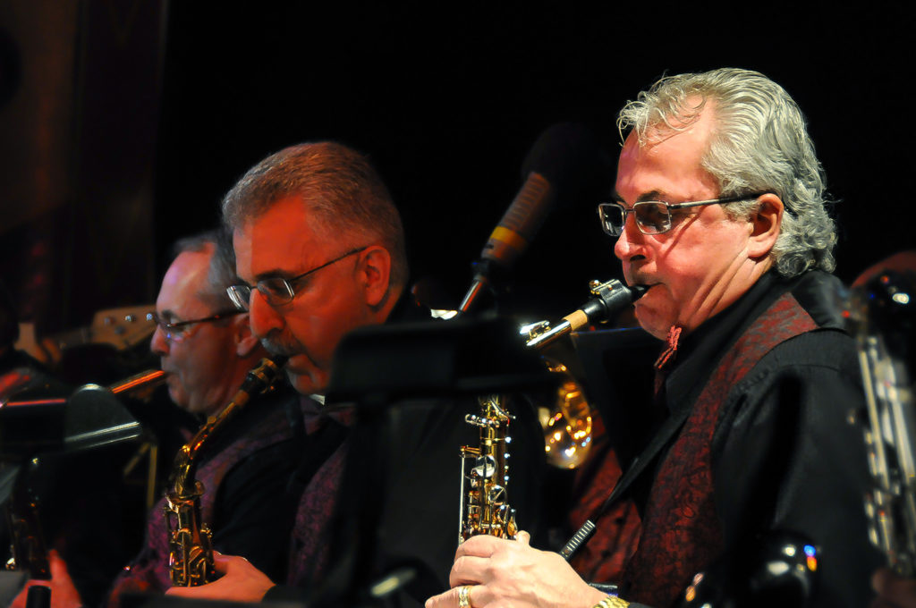 easy_street_big_band_saxes4